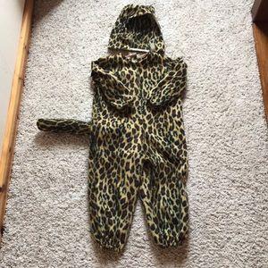 Super cute leopard costume! Size 4 toddler.